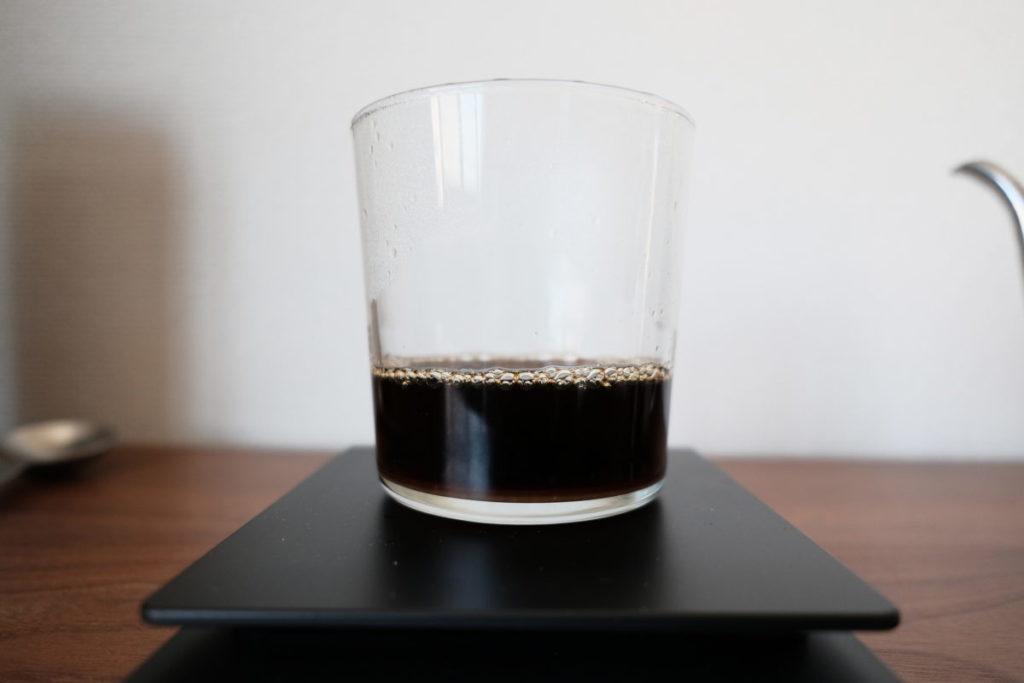 濃いめのコーヒーが入ったカップ画像