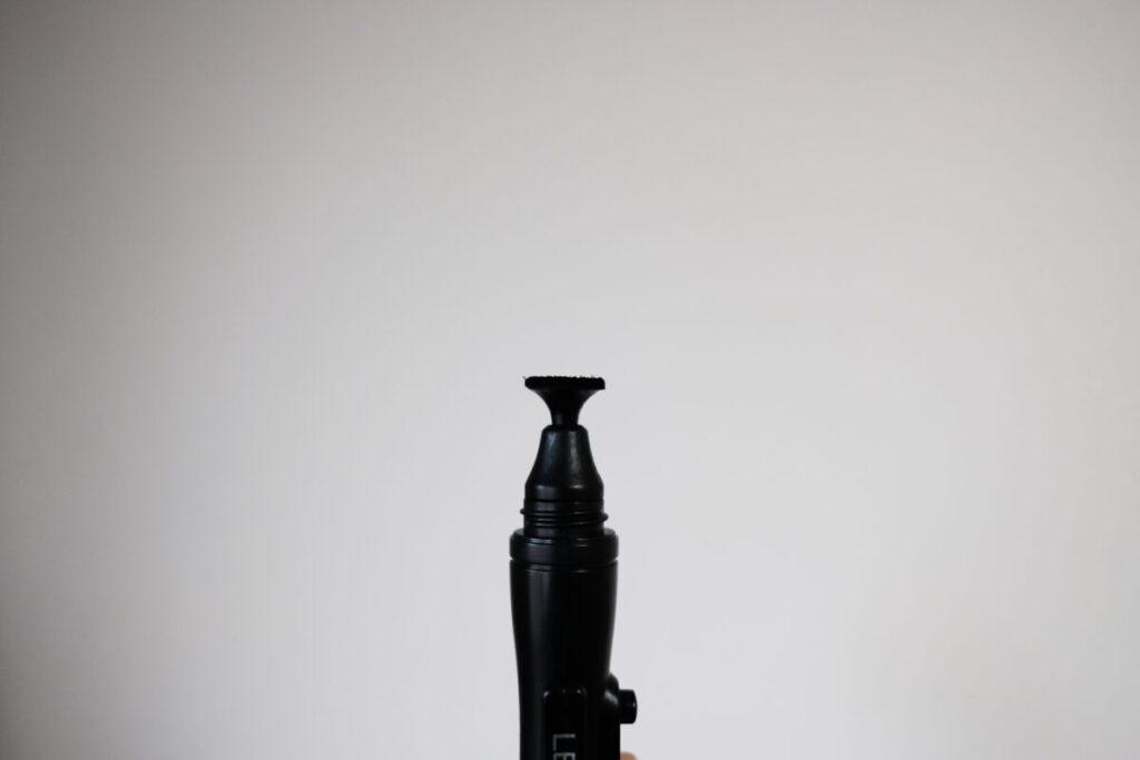 レンズ面を拭くクリーニングチップ